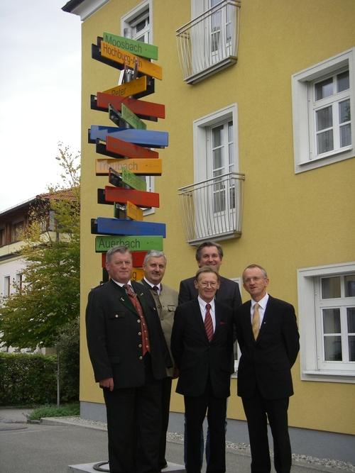 Braunau Am Inn Friedenssymbol Bei Der Bezirkshauptmannschaft Braunau
